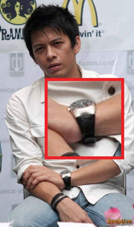 Jam tangan Ariel
